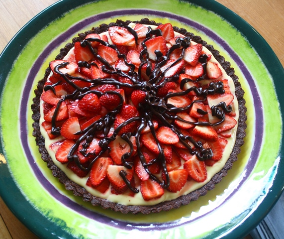 Strawberry tart with chocolate almond crust