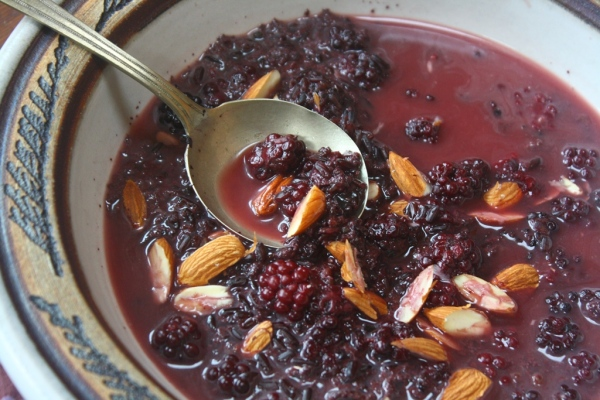 Cardamom infused black rice porridge with blueberries and almonds